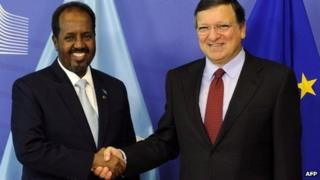 EU Commission president Jose Manuel Barosso (R) shakes hands with Somalia's President Hassan Sheikh Mohamud prior to their bilateral meeting at the EU headquarters in Brussels on September 16, 2013.