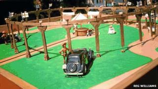 Scale model of Woodhenge