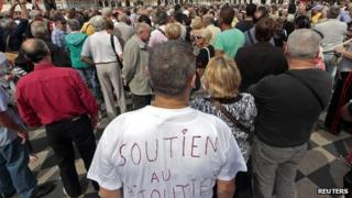 """""""Support to the jeweller"""" is written on the T-shirt of a man who demonstrates in the centre of Nice to support jeweller Stephan Turk"""