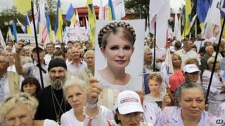 Opposition activists in Kiev mark the 22th anniversary of Ukraine's independence from the former Soviet Union and protest against the incarceration of Yulia Tymoshenko (24 August)