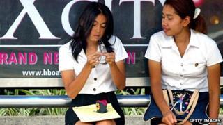 University students sitting on a bench