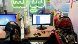 Iranian women surf the internet at a cafe in Tehran (file photo)