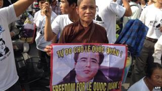 Supporters of Le Quoc Quan in Hanoi on 2 October 2013