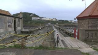 Walkway from Birnbeck Island across pier