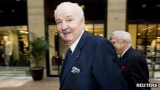 Paul Desmarais, Chairman of the Executive Committee of Power Corporation of Canada, walks to the company's annual meeting in Montreal in this file photo from 9 May 2008