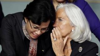 World Bank Managing Director Sri Mulyani Indrawati (L) with IMF head Christine Lagarde