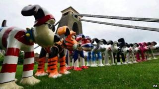 Gromits in front of the Clifton Suspension Bridge