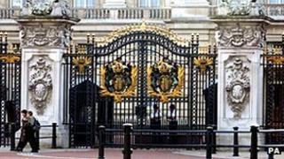 Buckingham Palace n-c gate