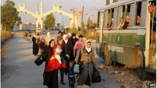 Women and children are evacuated by the Red Crescent from Muadhamiya al-Sham, Syria (12 Oct 2013)