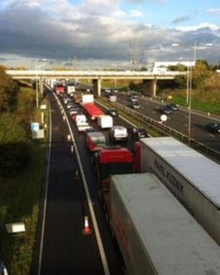 Traffic delays on the M1 motorway as a result of the crash