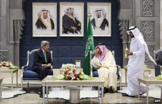 John Kerry and Prince Saud al-Faisal in Jeddah (25 June 2013)