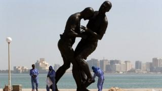 Foreign workers shine Zinedine Zidane statue (file photo)