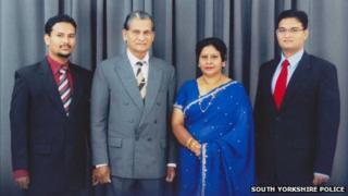Thavisha Lakindu Peiris with his parents and brother