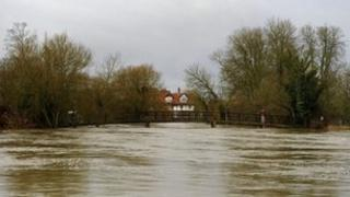 Sonning Bridge flooding