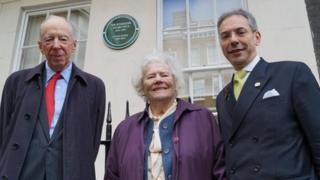 Lord Rothschild (l), Lady Soames and Councillor Robert Davis (r)