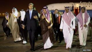 John Kerry and Prince Saud al-Faisal in Riyadh (3 November 2013)