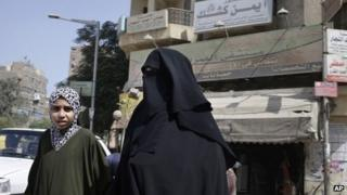 A woman and a girl walk in front of a hospital run by the Muslim Brotherhood's Islamic Medical Association in Cairo (September 2013)