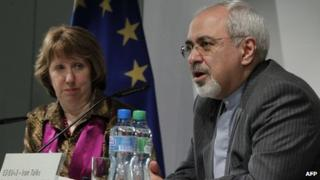 European Union foreign policy chief Catherine Ashton (L) and Iranian Foreign Minister Mohammad Javad Zarif attend a news conference at the end of the Iranian nuclear talks in Geneva November 10, 2013.