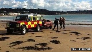Kayaker rescue. Pic: Ian Le Sueur