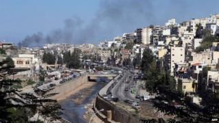 Smoke rises from the Bab al-Tabbana of Tripoli (25 October 2013)