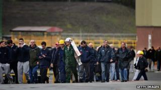 Workers leaving the shipyard in Govan