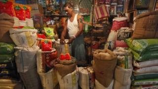 The continuous rise in food prices worries Indians