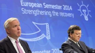 European Commissioner for the Economy Olli Rehn, left, and European Commission President Jose Manuel Barroso at a news conference in Brussels, 13 November