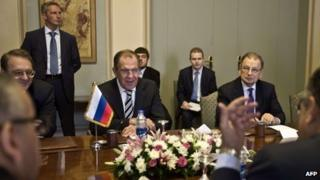 Sergei Lavrov (centre) sitting opposite Egyptian officials in Cairo (14/11/13)