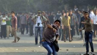 protestors throwing stones