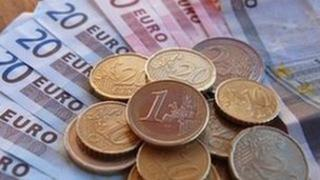 Euro notes an coins