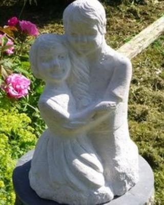 Statue of Yaani and Mimi Mellersh