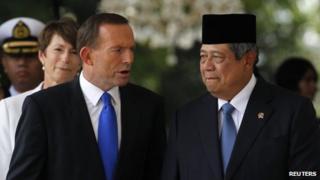 File photo: Australia's Prime Minister Tony Abbott (front left) talks to Indonesia's President Susilo Bambang Yudhoyono at the Presidential Palace in Jakarta 30 September 2013
