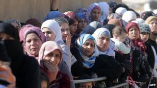 Syrian families who fled from the Qara region queue to be registered in the Lebanon by the UNHCR (19 November 2013)