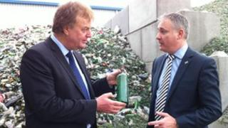 Dr Howard Dryden (L) and Environment Secretary Richard Lochhead (R)