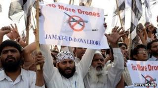 Pakistanis protest US drone strikes in Lahore on November 1.