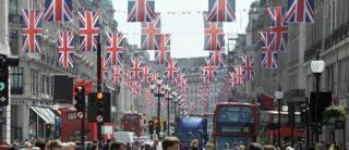 Shoppers on London's Regent street (file pic)