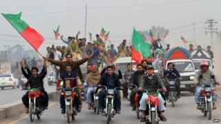 Activists of Pakistan Tehreek-e-Insaaf (PTI) arrive to attend a protest rally in Peshawar on November 23, 2013.