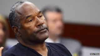 OJ Simpson watches his former defence attorney Yale Galanter testify during an evidentiary hearing in Clark County District Court in Las Vegas, Nevada 17 May 2013