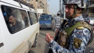 Iraqi interior ministry security force officer at a checkpoint in Baghdad (27 November 2013)