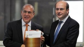 OECD Secretary-General Angel Gurria and Greece's Minister of Development Costis Hatzidakis unveil the report