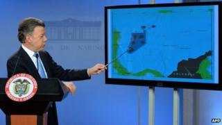 Colombian president shows on a map the disputed area 9/9/2013