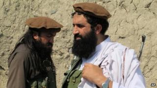 Pakistani Taliban spokesman Shahidullah Shahid (right)