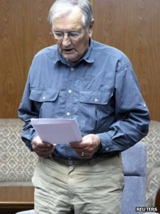 US citizen Merrill Newman reads from a piece of paper at an undisclosed location in this undated photo released by North Korea's Korean Central News Agency (KCNA) in Pyongyang on 30 November 2013
