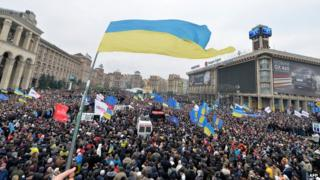 Crowd in central Kiev, 1 Dec 13