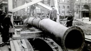 London sewer being built in 1920s
