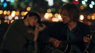 Anne Hathaway and Johnny Flynn in Song One