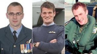 Luchd-adhair (bho chlì) Sqd Ldr Samuel Bailey, Flt Lt Hywel Poole agus Flt Lt Adam Sanders.