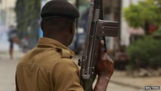 Police in Mombasa, Kenya (4 October 2013)
