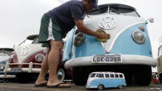 Man washing Volkswagen Kombi