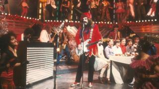 Roy Wood and choir